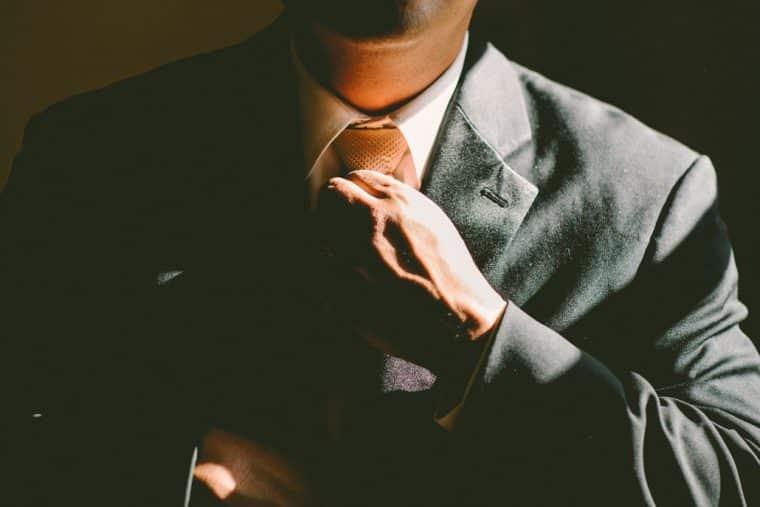 Como usar a linguagem corporal para ser um advogado mais persuasivo