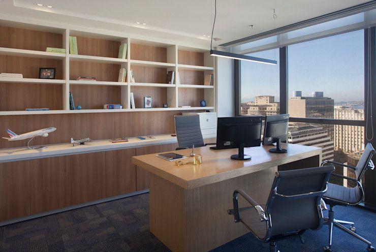 Decoração de escritório de advocacia com luz natural